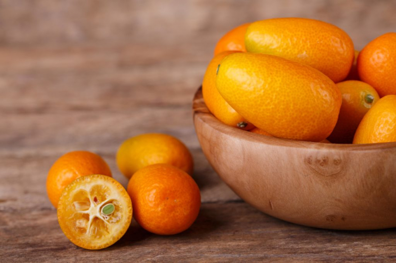 With kumquats you can easily save yourself peeling - they are consumed as a whole fruit